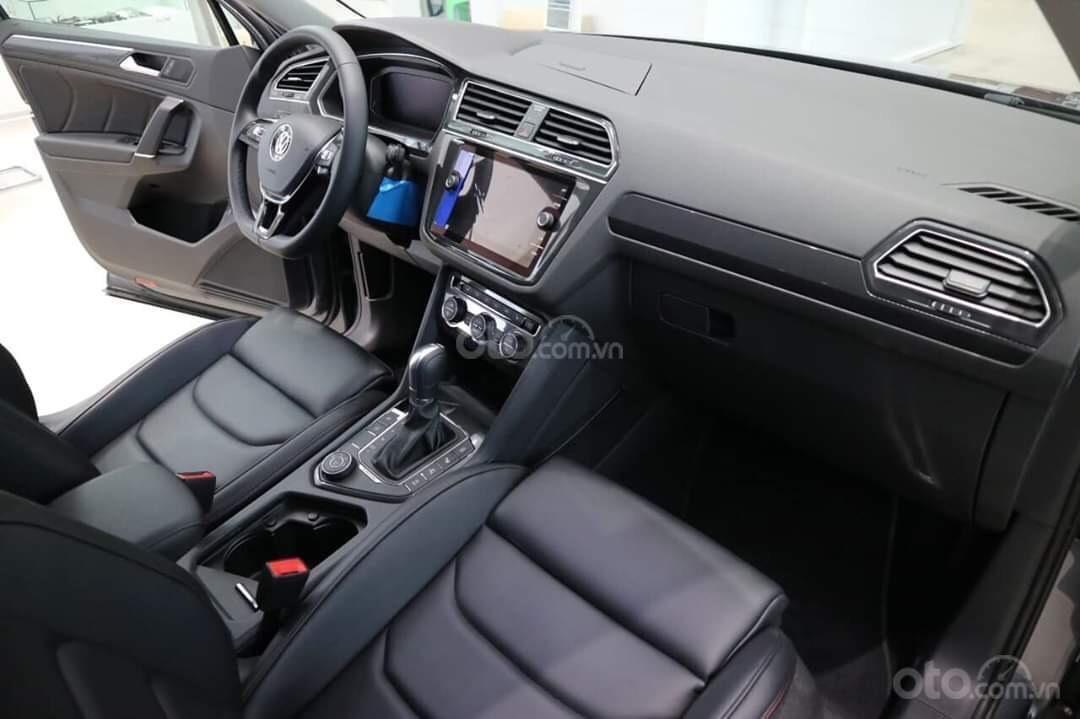 Khuyến mãi đặc biệt cho xe Tiguan Luxury 2020 màu xanh, Ms. Lan Phương VW Sài Gòn (6)