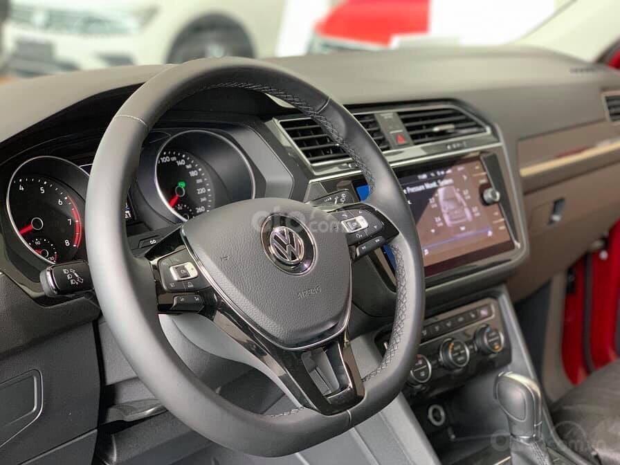 Khuyến mãi đặc biệt cho xe Tiguan Luxury 2020 màu xanh, Ms. Lan Phương VW Sài Gòn (8)