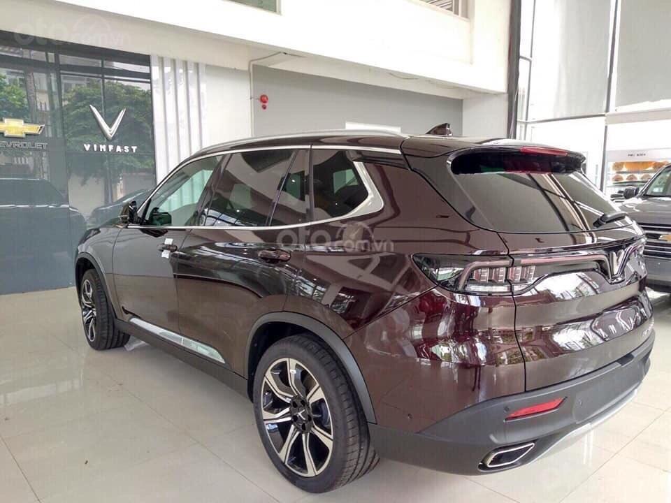 Bán xe VinFast LUX SA2.0 giảm 300tr tiền mặt, đủ màu giao ngay, giá cam kết tốt nhất miền Bắc, tặng full phụ kiện (3)