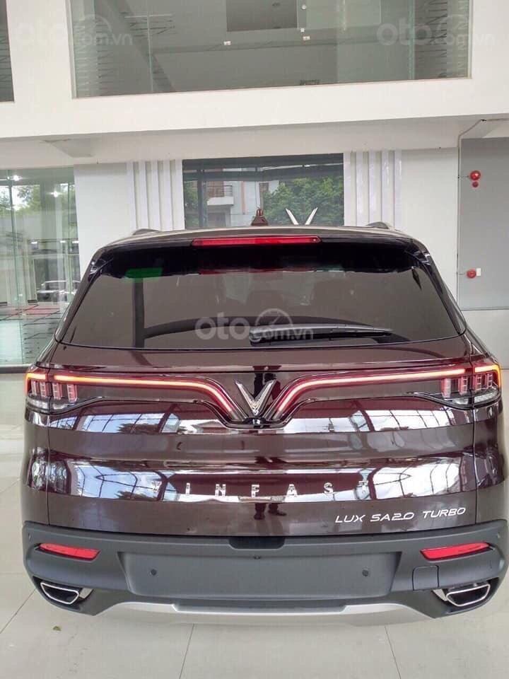 Bán xe VinFast LUX SA2.0 giảm 300tr tiền mặt, đủ màu giao ngay, giá cam kết tốt nhất miền Bắc, tặng full phụ kiện (4)