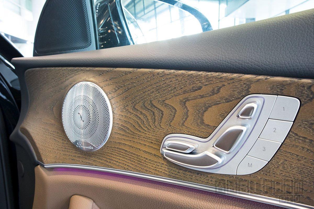 Ảnh chụp cửa xe Mercedes-Benz E 200 Exclusive 2020