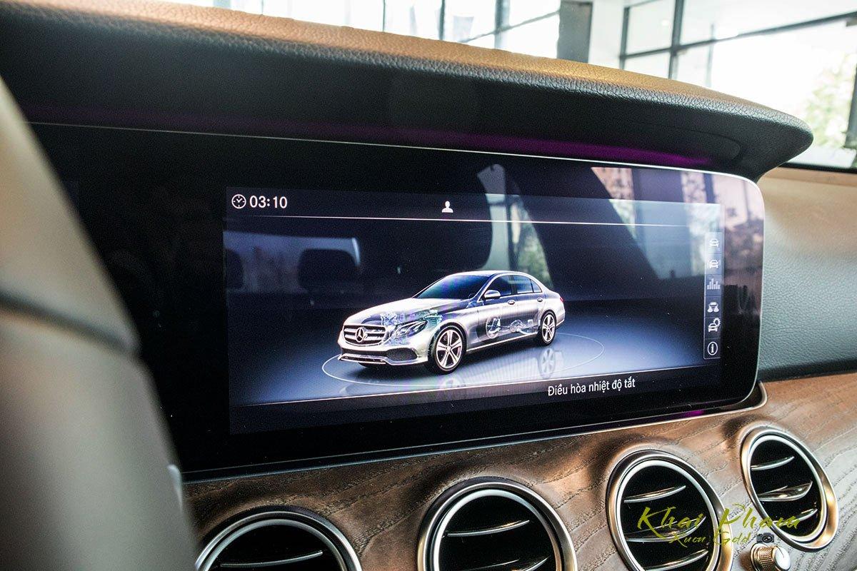 Ảnh chụp màn hình tràn xe Mercedes-Benz E 200 Exclusive 2020