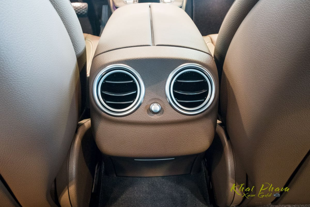 Ảnh chụp cửa gió điều hoà xe Mercedes-Benz E 200 Exclusive 2020