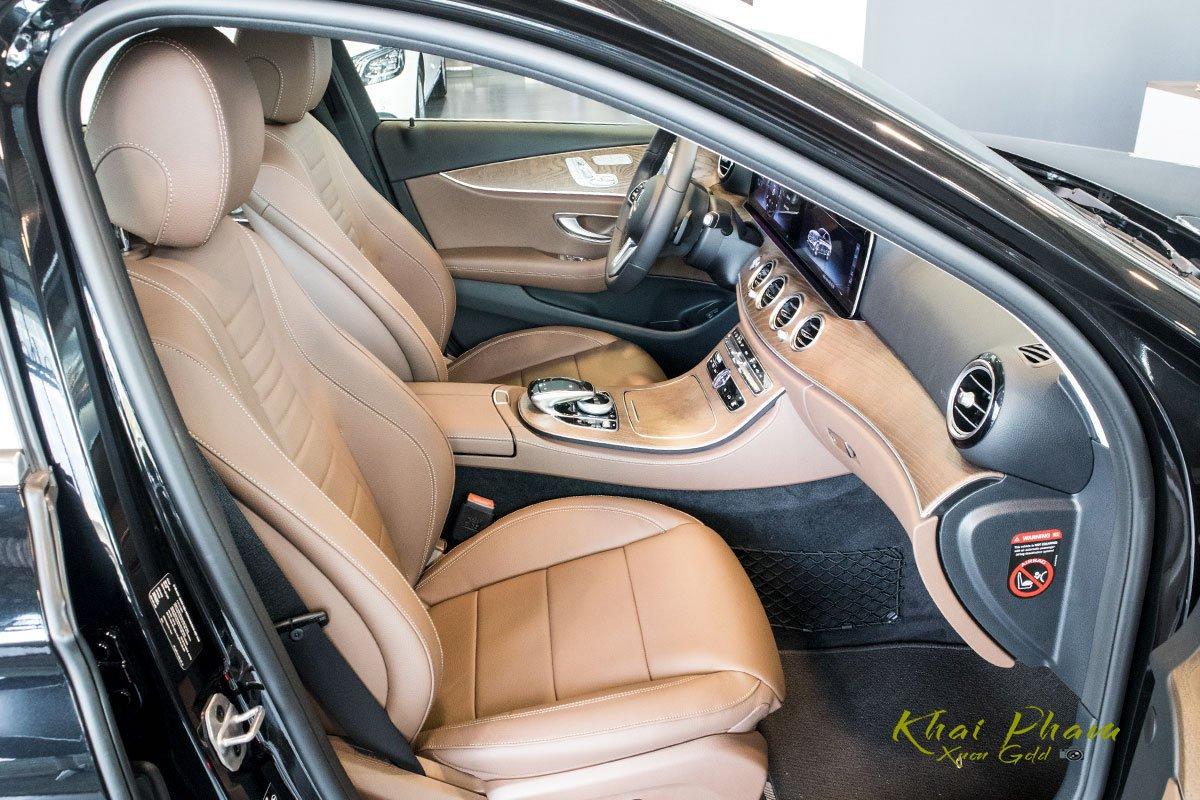 Ảnh chụp ghế phụ xe Mercedes-Benz E 200 Exclusive 2020