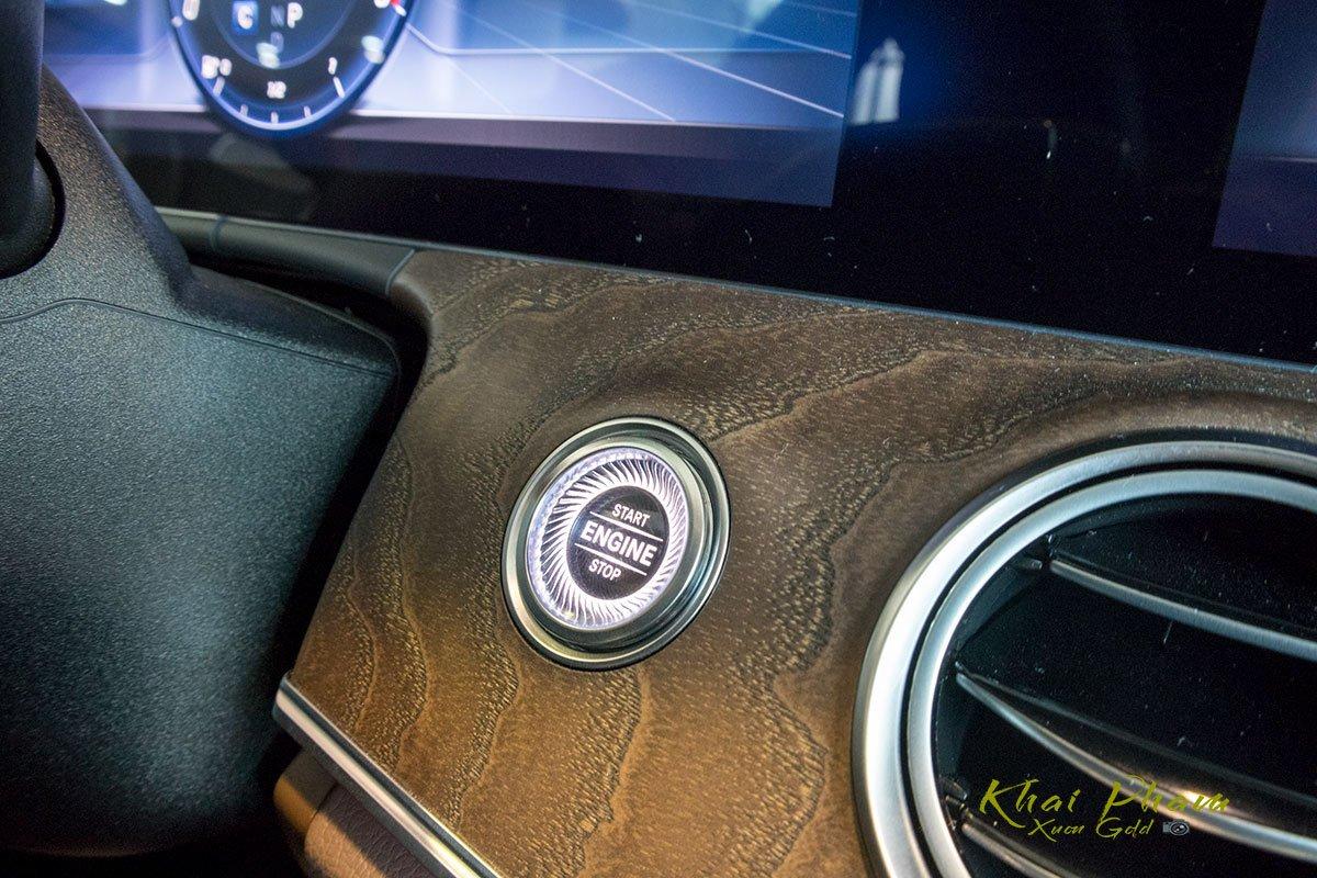 Ảnh chụp nút khởi động xe Mercedes-Benz E 200 Exclusive 2020