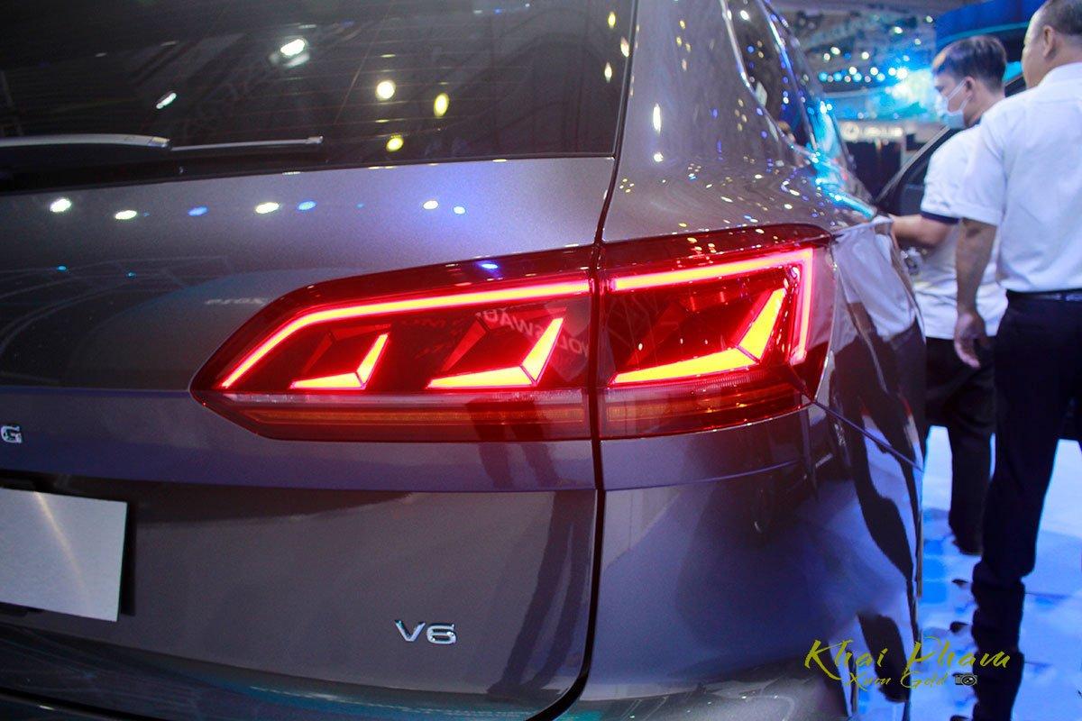 Ảnh chụp đèn hậu xe Volkswagen Touareg 2020