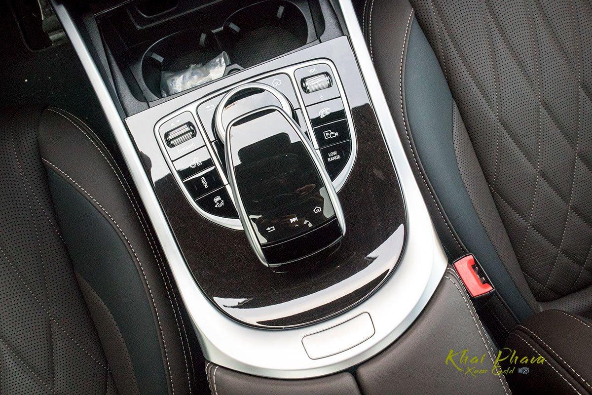 Ảnh chụp cụm điều khiển xe Mercedes-AMG G63 2020