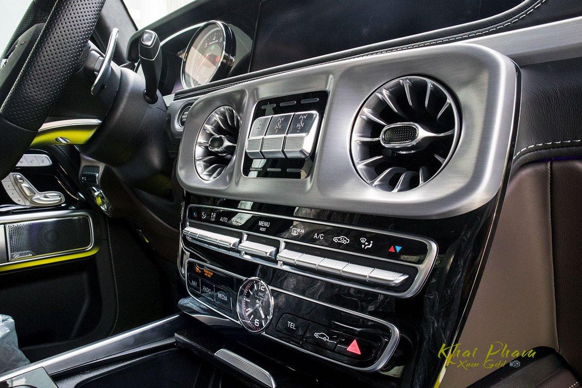 Ảnh chụp cụm điều hoà xe Mercedes-AMG G63 2020