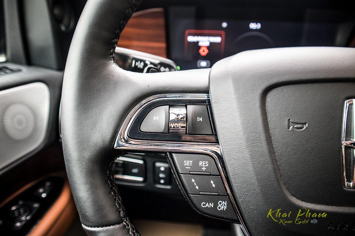 Ảnh nút bấm vô-lăng sau xe Lincoln Navigator L Reserve 2020
