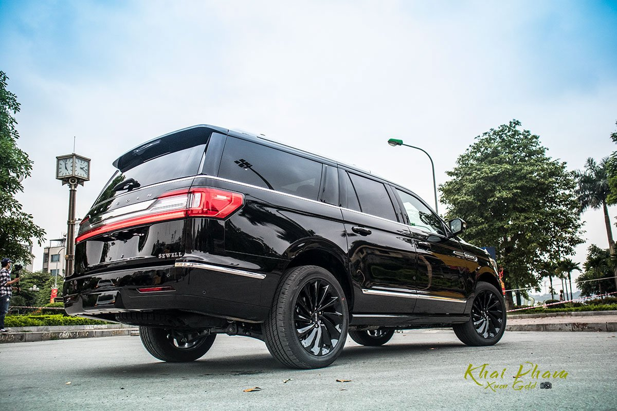 Ảnh sau xe Lincoln Navigator L Reserve 2020