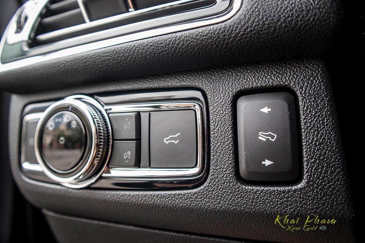 Ảnh nút nâng chân ga xe Lincoln Navigator L Reserve 2020