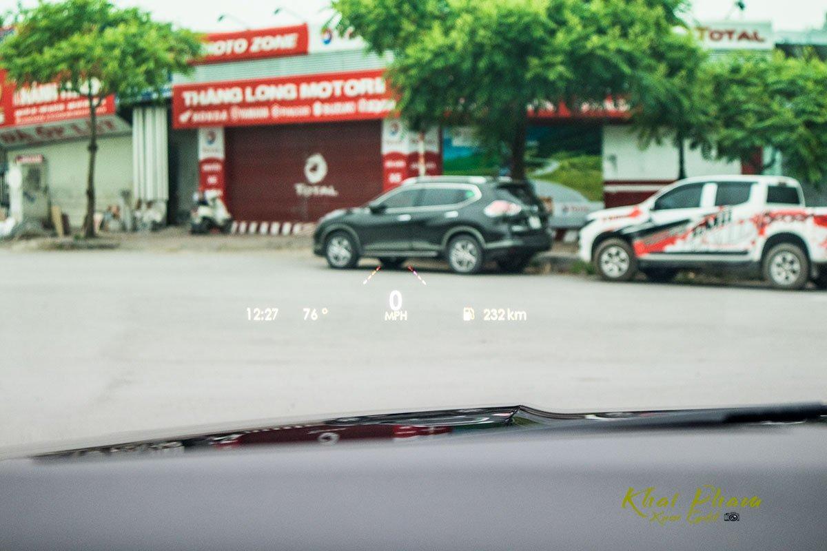 Ảnh màn hình HUD xe Lincoln Navigator L Reserve 2020