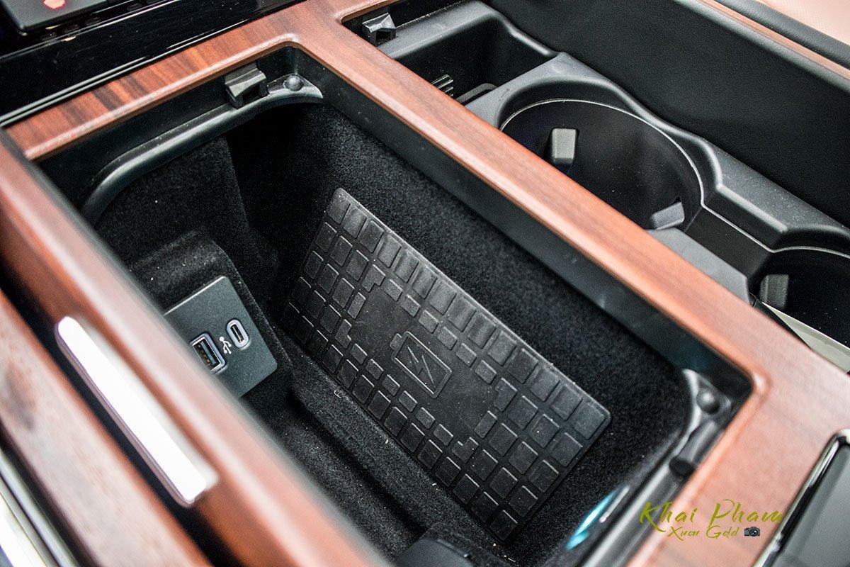Ảnh sạc không dây xe Lincoln Navigator L Reserve 2020
