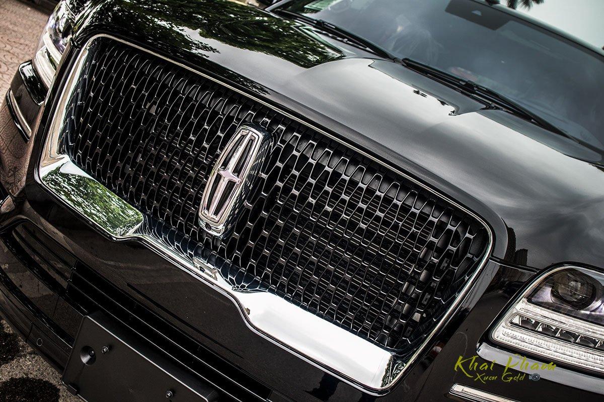 Ảnh lưới tản nhiệt xe Lincoln Navigator L Reserve 2020