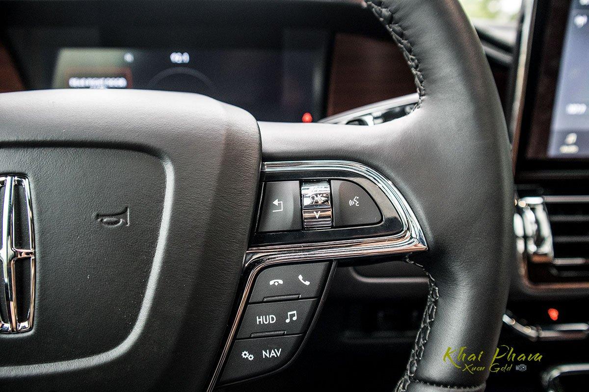 Ảnh nút bấm vô-lăng sau xe Lincoln Navigator L Reserve 2020 1