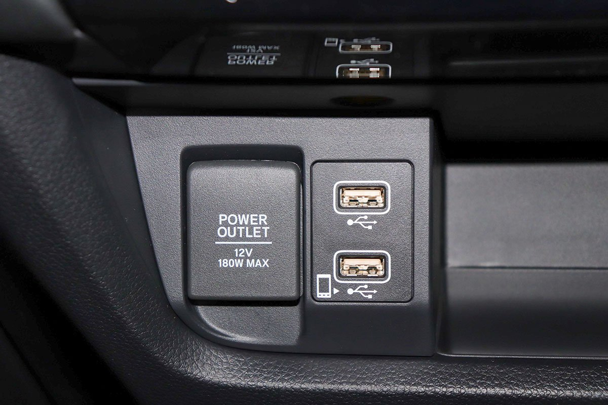 Đánh giá xe Honda City 2020 phiên bản RS: Cổng sạc điện thoại và kết nối USB.