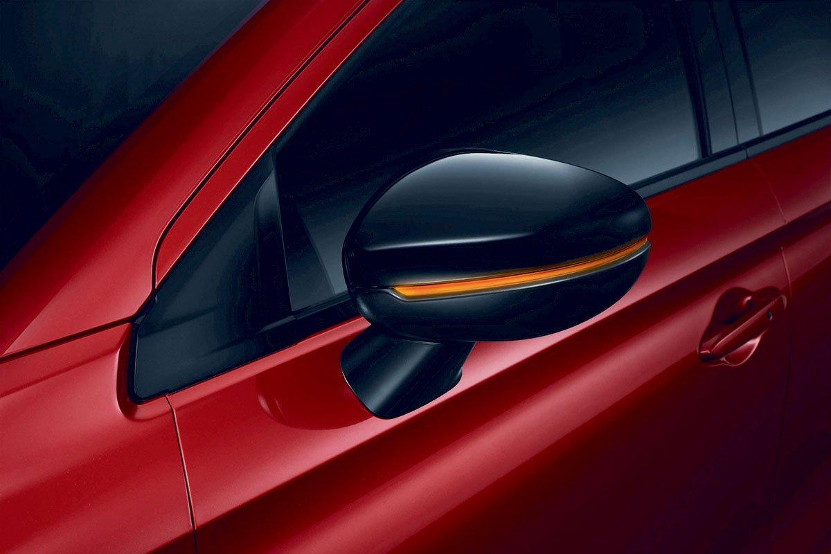 Đánh giá xe Honda City 2020 phiên bản RS: Gương chiếu hậu sơn đen bóng.