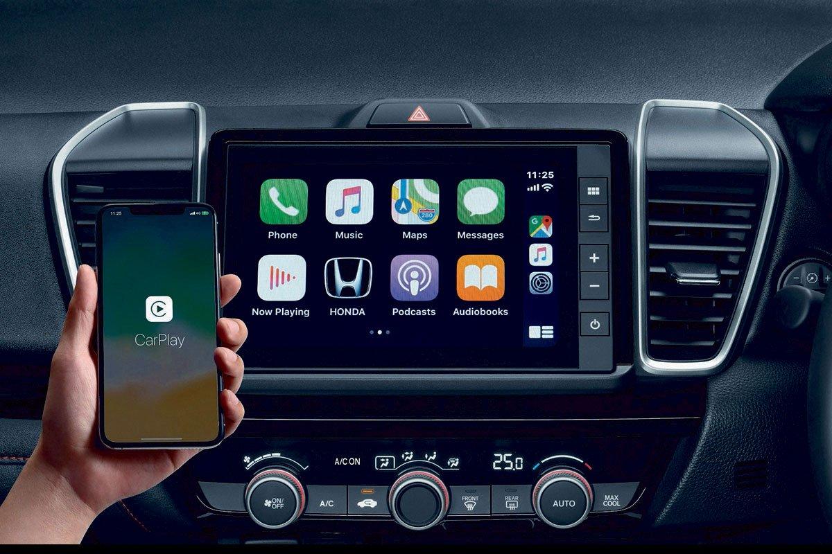 Đánh giá xe Honda City 2020 phiên bản RS: Màn hình giải trí 8 inch tích hợp Apple CarPlay.