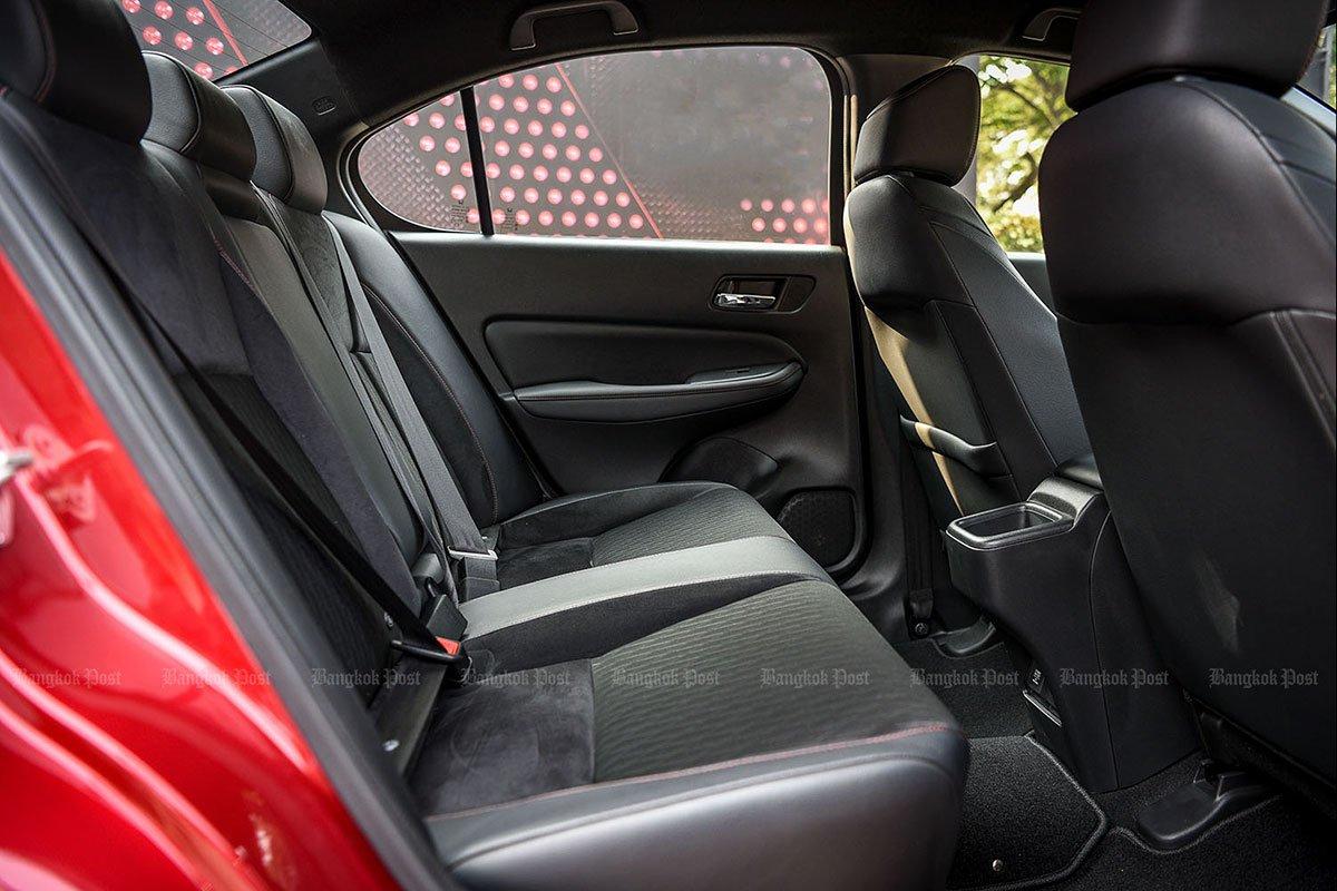 Đánh giá xe Honda City 2020 phiên bản RS: Hàng ghế sau.