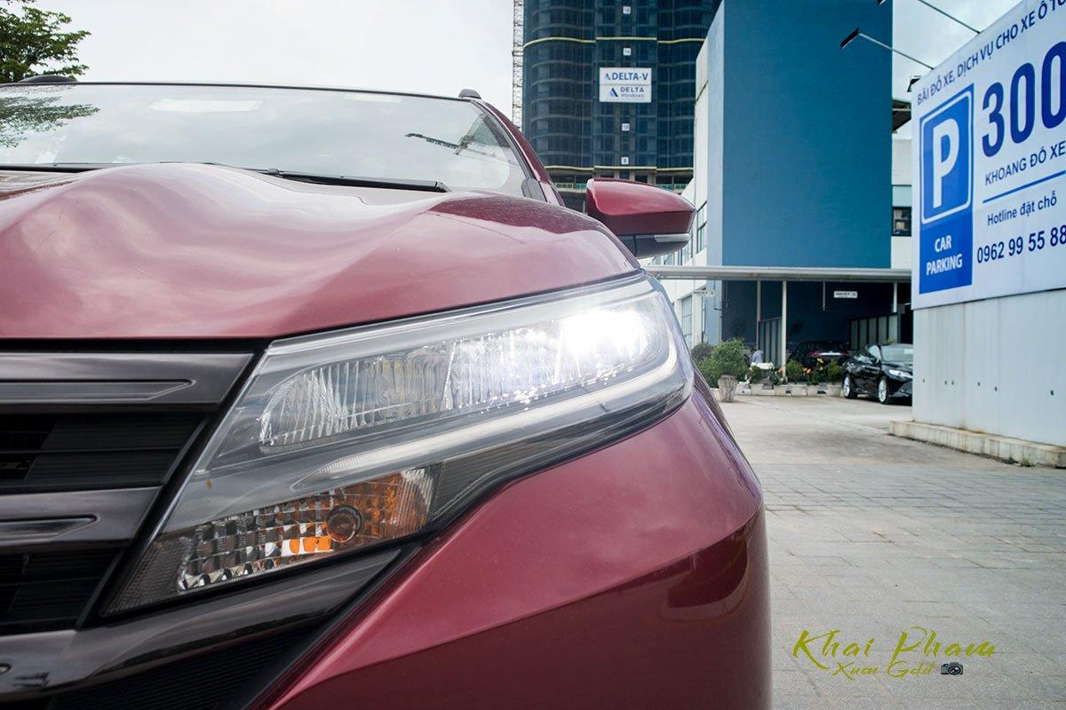 Ảnh đèn pha xe Toyota Rush 2020 sáng