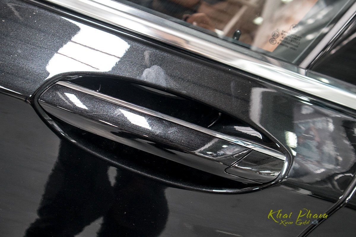 Ảnh tay nắm cửa xe BMW 740Li Pure Excellence 2020