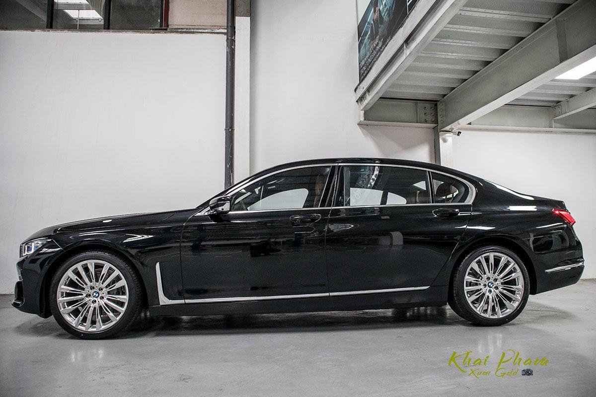 Ảnh chính diện thân xe BMW 740Li Pure Excellence 2020