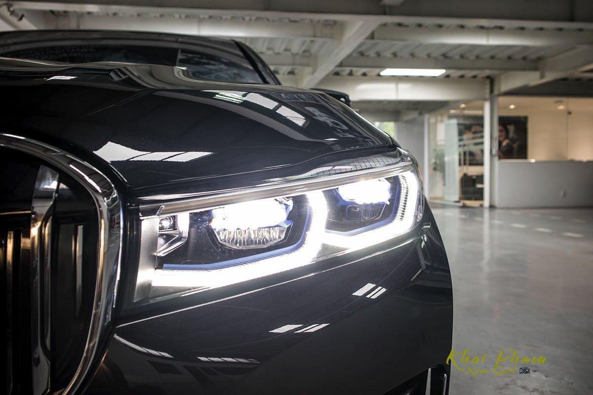 Ảnh đèn pha phải xe BMW 740Li Pure Excellence 2020