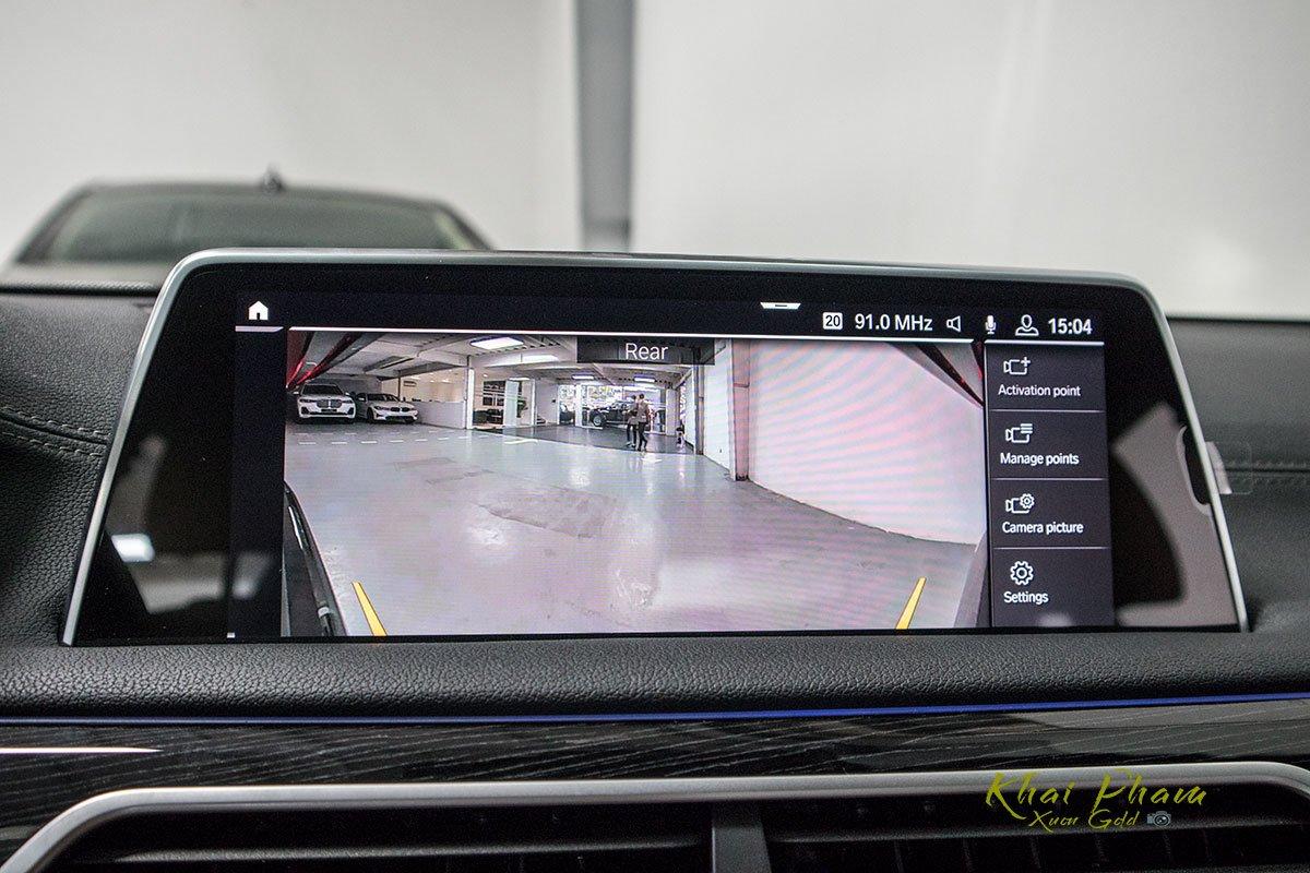 Ảnh camera lùi xe BMW 740Li Pure Excellence 2020