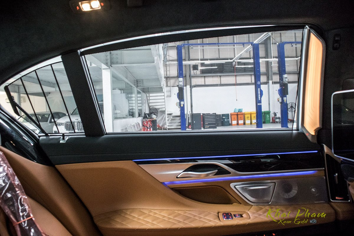 Ảnh rèm điện xe BMW 740Li Pure Excellence 2020