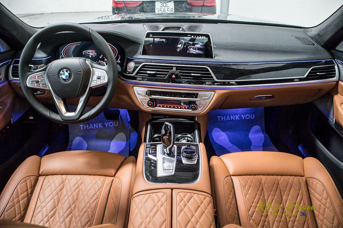 Ảnh chính diện tap-lô xe BMW 740Li Pure Excellence 2020