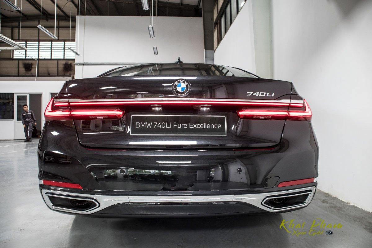 Ảnh chính diện đuôi xe BMW 740Li Pure Excellence 2020