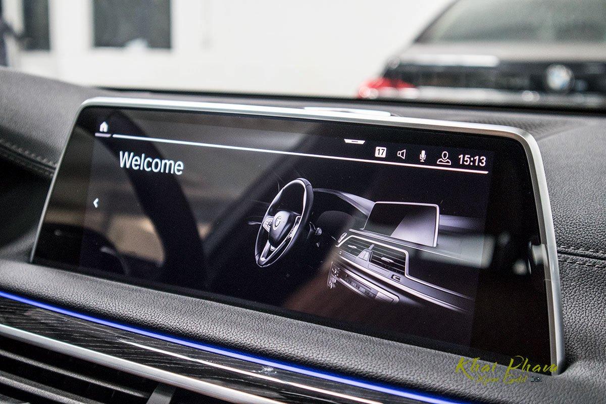 Ảnh màn hình giải trí xe BMW 740Li Pure Excellence 2020