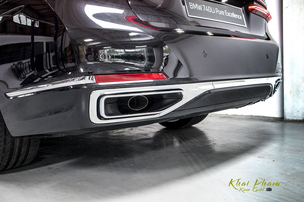 Ảnh cản sau xe BMW 740Li Pure Excellence 2020
