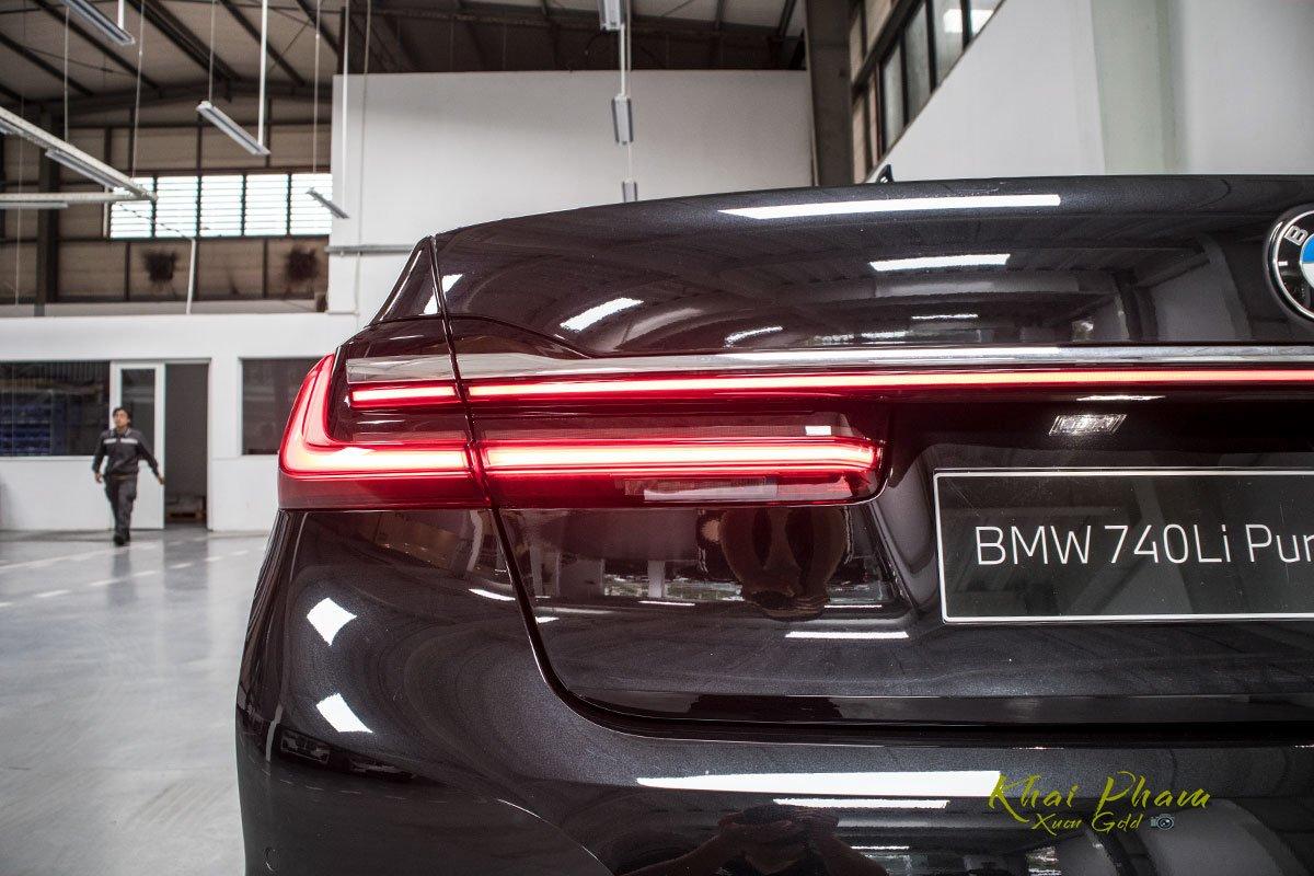 Ảnh đèn hậu trái xe BMW 740Li Pure Excellence 2020