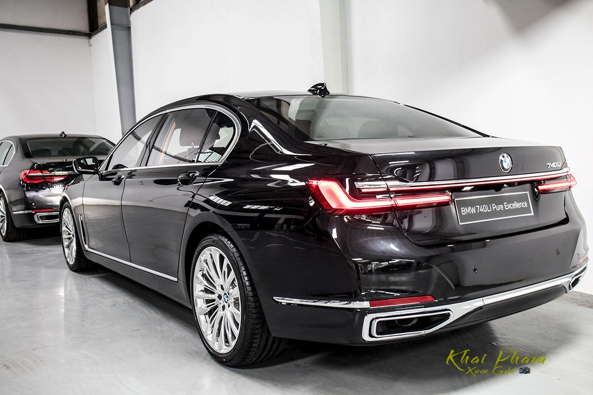 Ảnh sau xe BMW 740Li Pure Excellence 2020