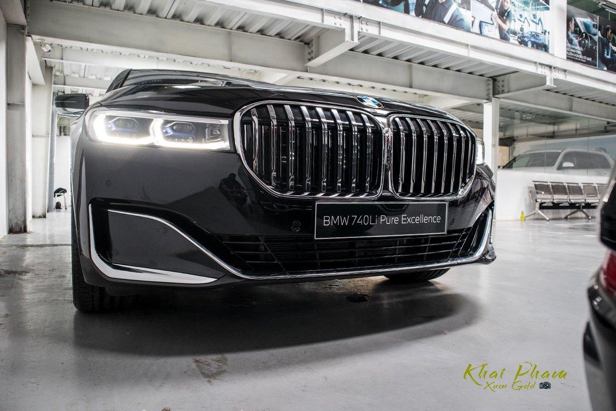 Ảnh trước trái xe BMW 740Li Pure Excellence 2020