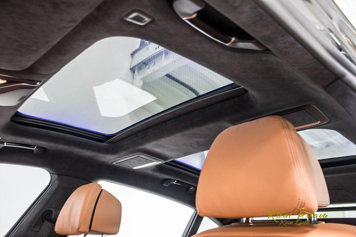 Ảnh cửa sổ trời xe BMW 740Li Pure Excellence 2020