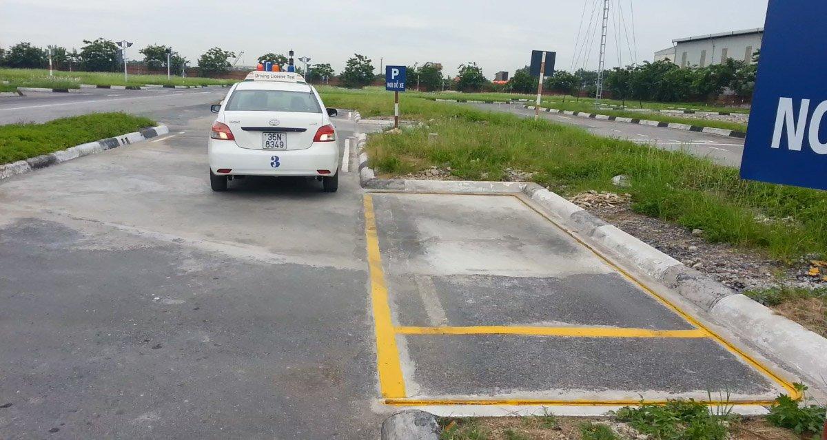 Ghép xe ngang - đỗ xe ô tô song song.