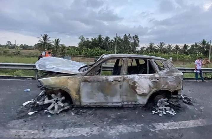 Lazang xe lạ bị cháy vỡ vụn.