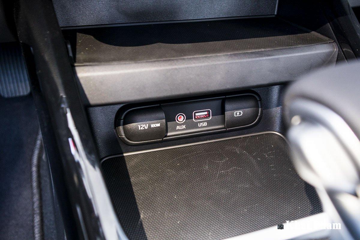 Ảnh Cổng kết nối xe Kia Cerato 2020
