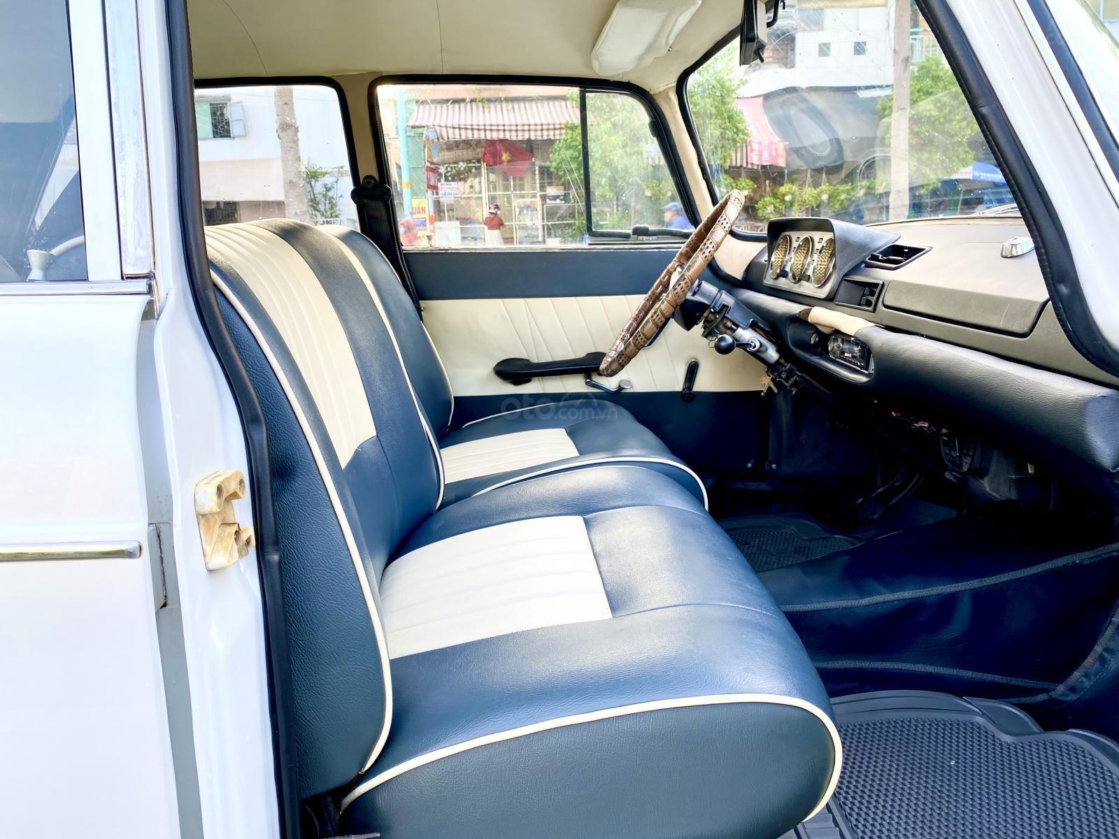 Peugeot nhập Pháp trước 1965 màu trắng, hàng full cao cấp, đủ đồ chơi không thiếu món nào, nội thất nệm da hai màu (4)