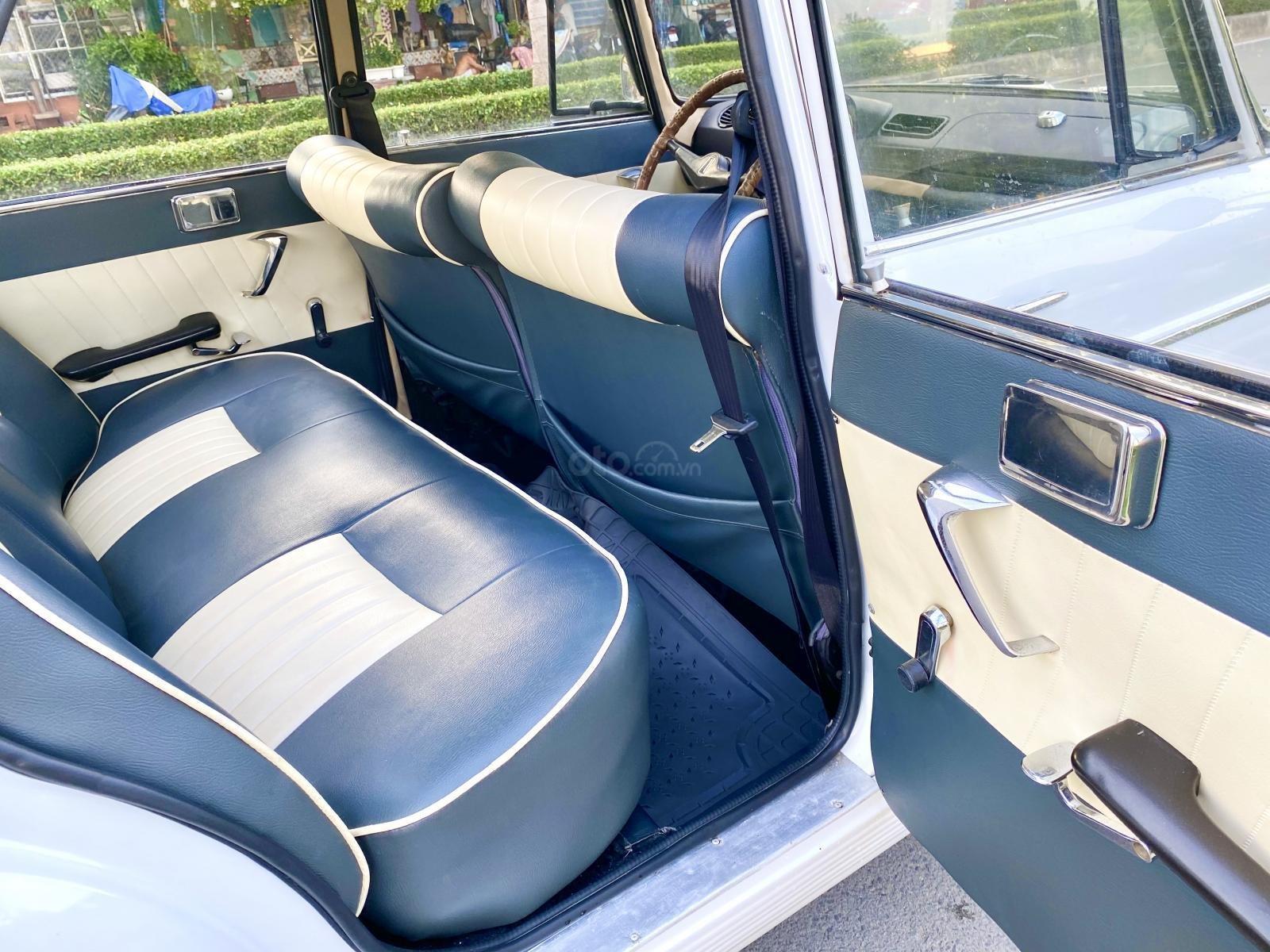 Peugeot nhập Pháp trước 1965 màu trắng, hàng full cao cấp, đủ đồ chơi không thiếu món nào, nội thất nệm da hai màu (11)