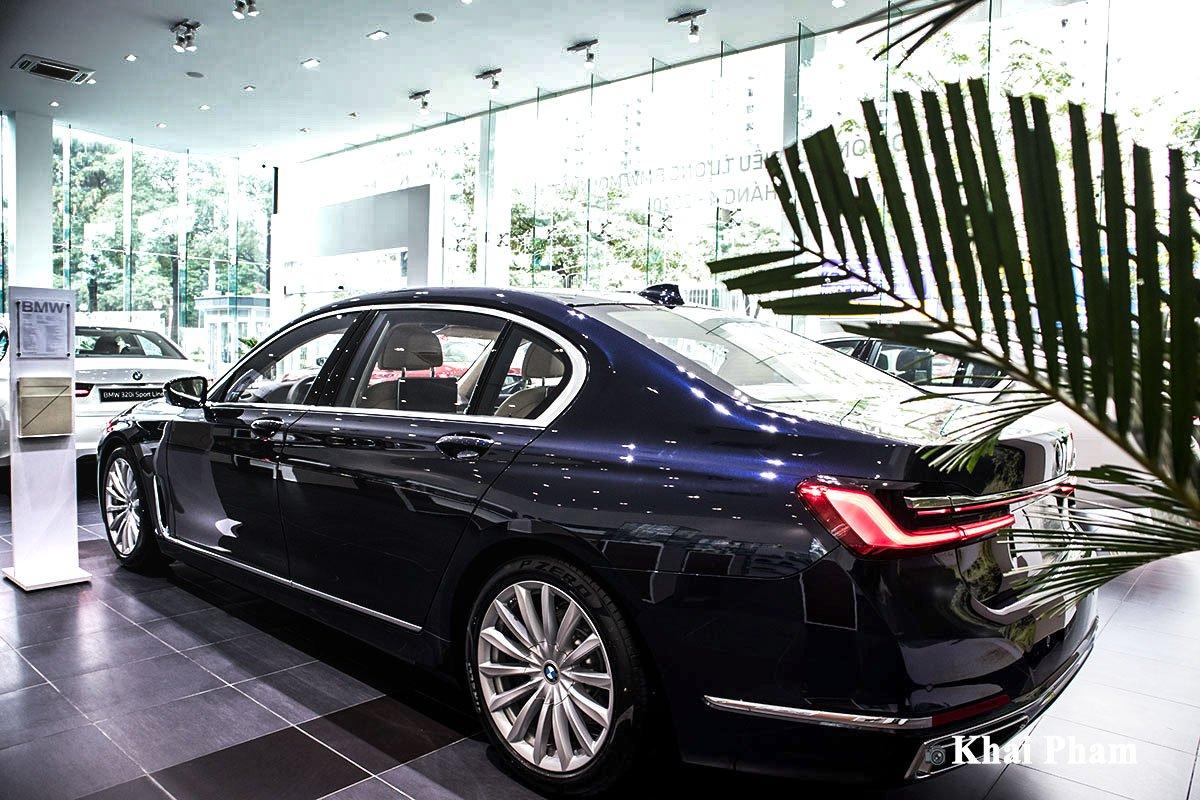 Ảnh sau xe bên trái xe BMW 730Li Pure Excellence 2020