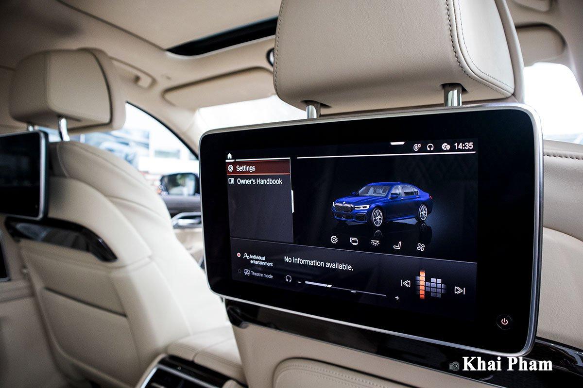Ảnh màn hình sau xe BMW 730Li Pure Excellence 2020