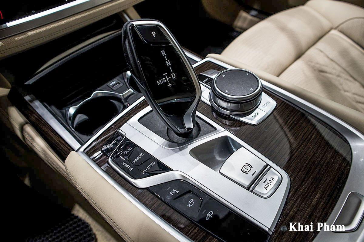 Ảnh cần số xe BMW 730Li Pure Excellence 2020
