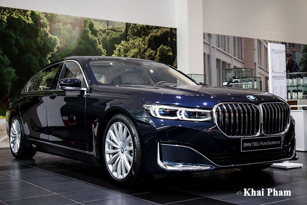 Ảnh trước xe trái BMW 730Li Pure Excellence 2020