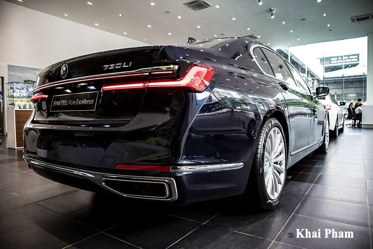Ảnh chính diện đuôi xe BMW 730Li Pure Excellence 2020