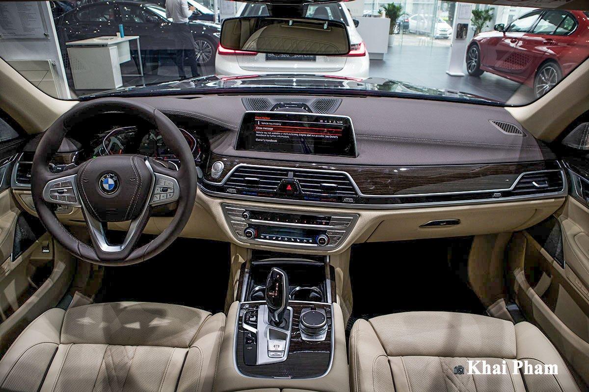 Ảnh khoang lái xe BMW 730Li Pure Excellence 2020