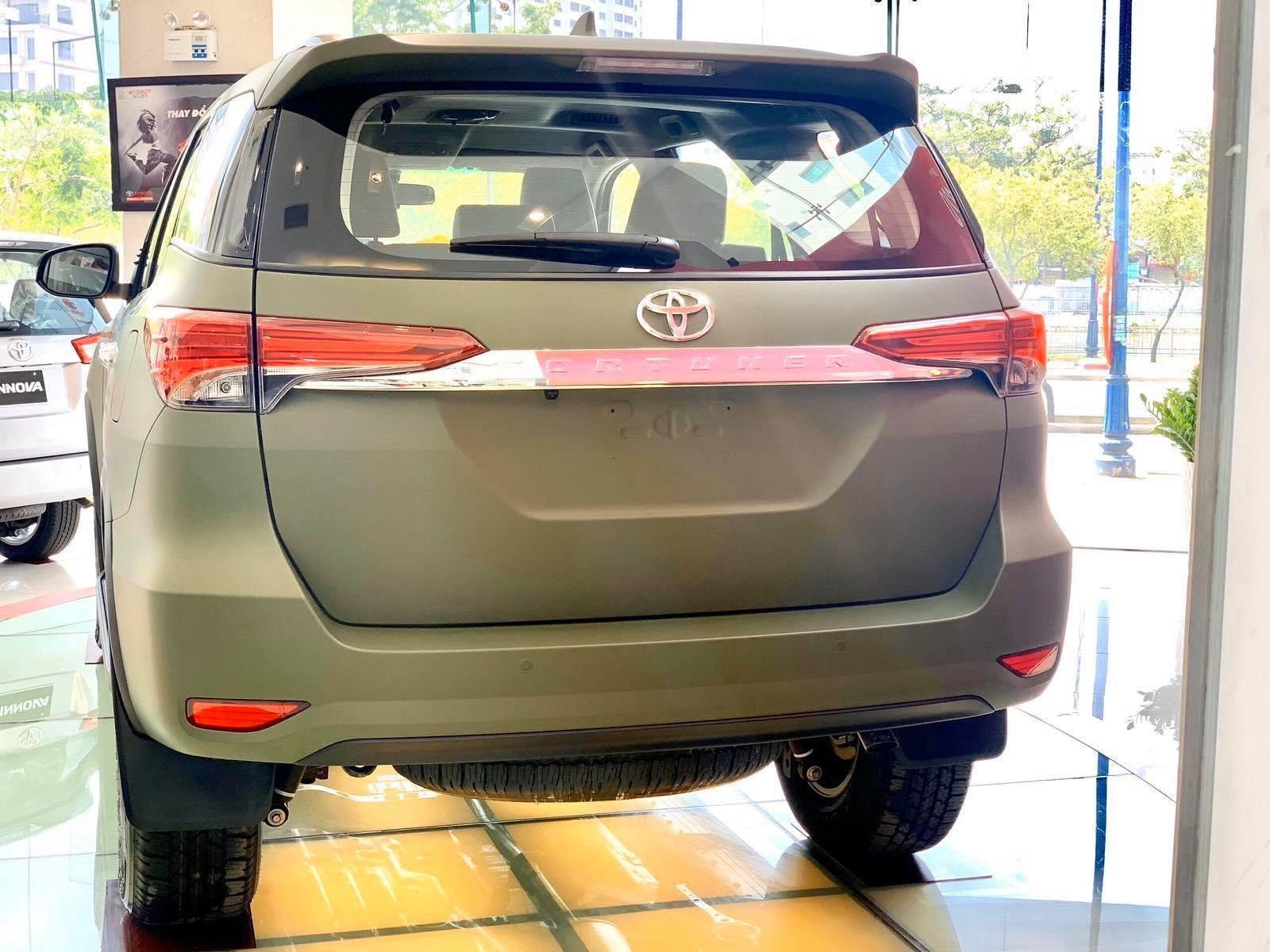 Đuôi xe Toyota Fotuner phiên bản giới hạn.