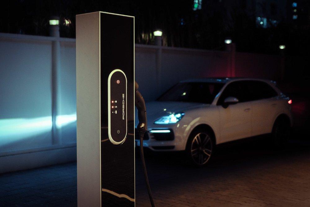 Trạm sạc nhanh xe thể thao điện Porsche Taycan sẽ đi kèm các dịch vụ chất lượng đứng đầu toàn cầu.